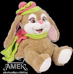 Заек със зелен шал и шапка
