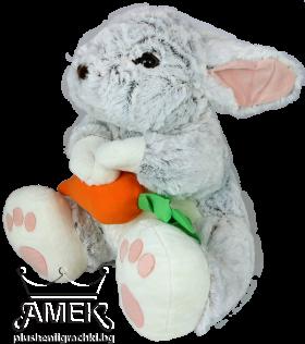 Сив заек с морков или цвете